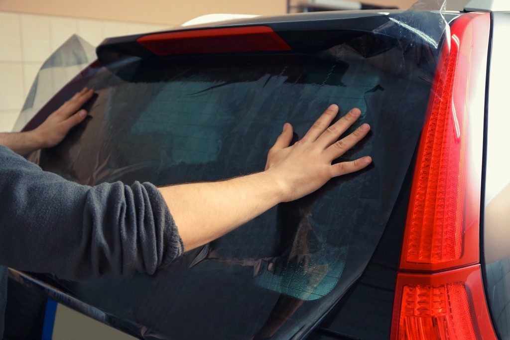 installing car window tint