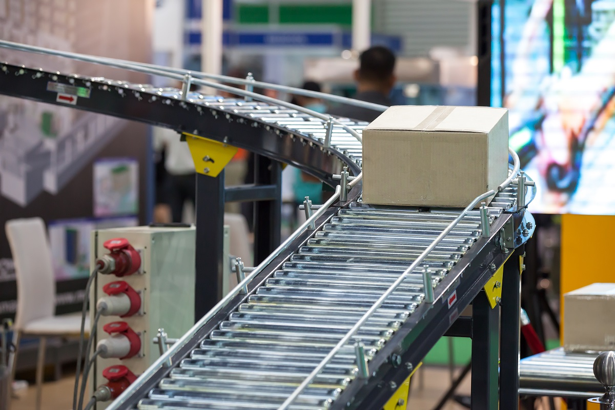 Conveyor belt with box