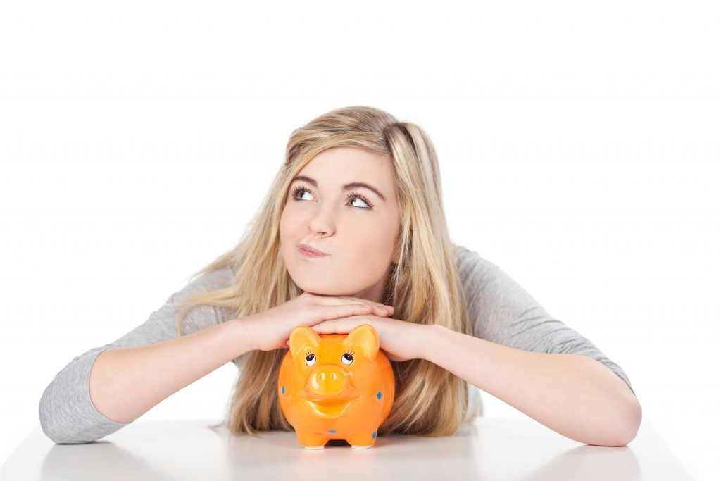 woman and her piggy bank